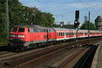 Frankfurt on Main Galluswarte, regional express service RE15023 with diesel locomotive 218-111